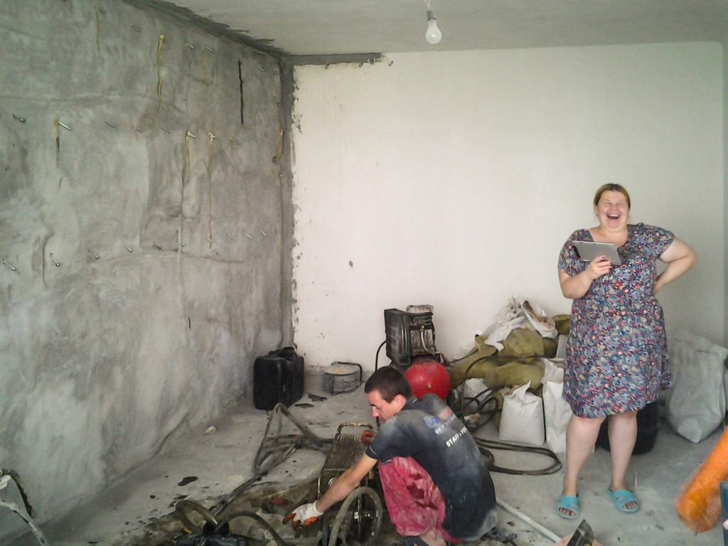 Ремонт с гидроизоляцией стены в панельном доме Киев. ул. Натальи Ужвий, 7